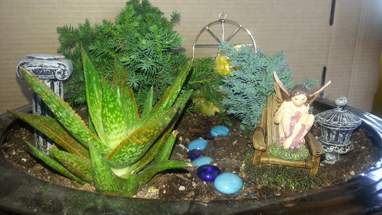 MINIATURE GARDENING, FAIRY GARDENING, GARDENING FOR SENIORS, GARDENING FOR ALL AGES, WORKSHOPS, JENSEN NURSERY, WINNIPEG